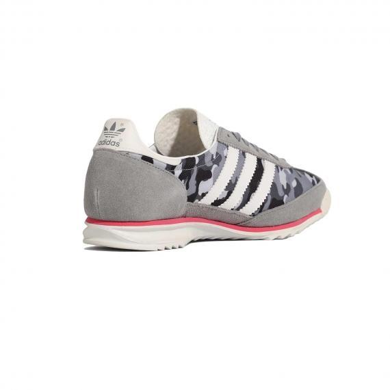 کفش مردانه و زنانه ادیداس مدل اس ال 72 اصل مخصوص پیاده روی و رانینگ از نما 3رخ داخل پا چپ