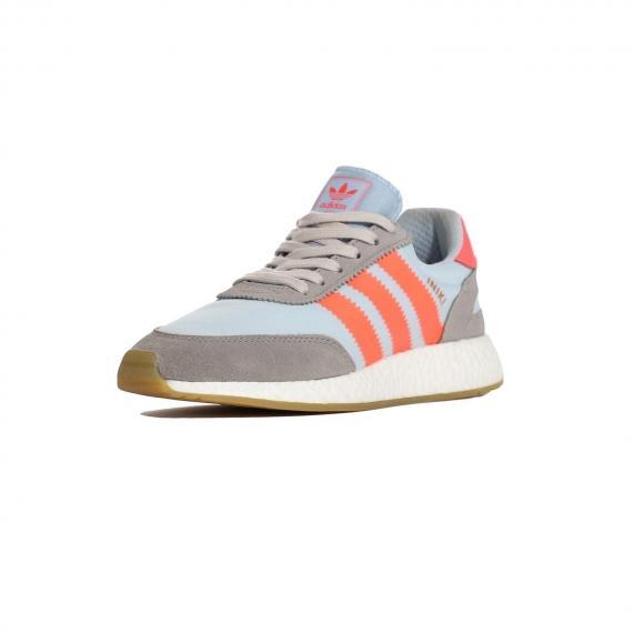 کفش اینیکی رانر ادیداس ابی طوسی و نارنجی مخصوص پیاده روی بسیار راحت و نرم از نما 3رخ جلو پا چپ