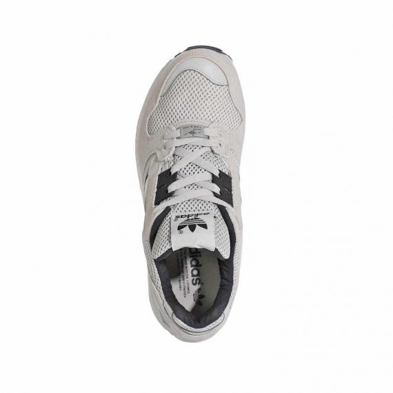 خرید کفش آدیداس اورجینال مدل زد ایکس 8000 طوسی مخصوص پای پنجه دار با بندهای توسی از نما روبرو پا چپ ایستاده