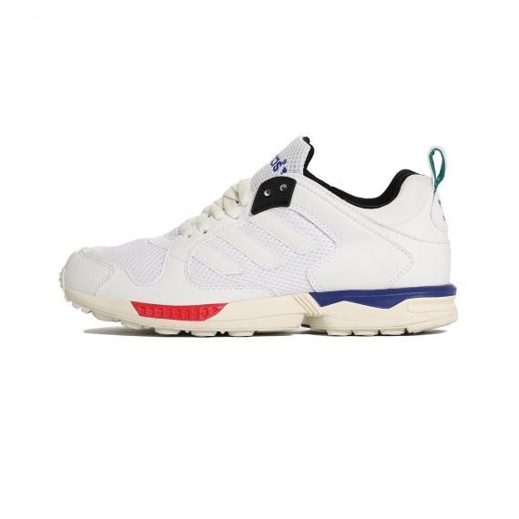 کتونی زرنگی آدیداس x5000 سفید از جنس مش و چرم مصنوعی همراه با لایه میانی سفید، قرمز و آبی و درج نام Adidas در پشت و زبانه کفش