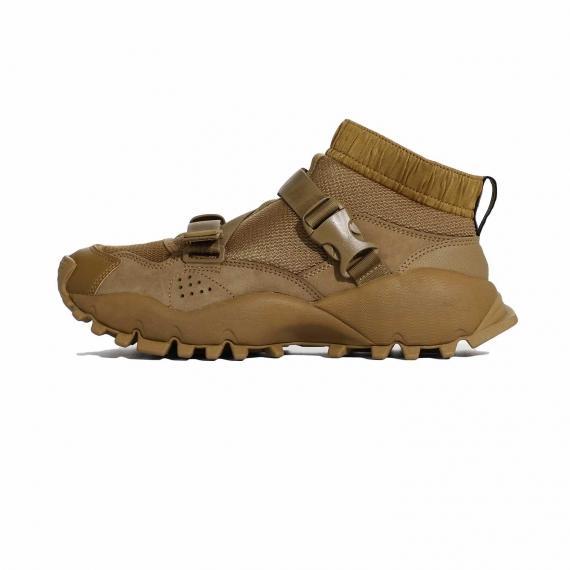 کتانی مخصوص کوهنوردی ادیداس آج دار ساق بلند با رویه جورابی قهوهای همراه با زیره عاج دار و دو بندیک تسمهای قهوه ای بر رویه کفش