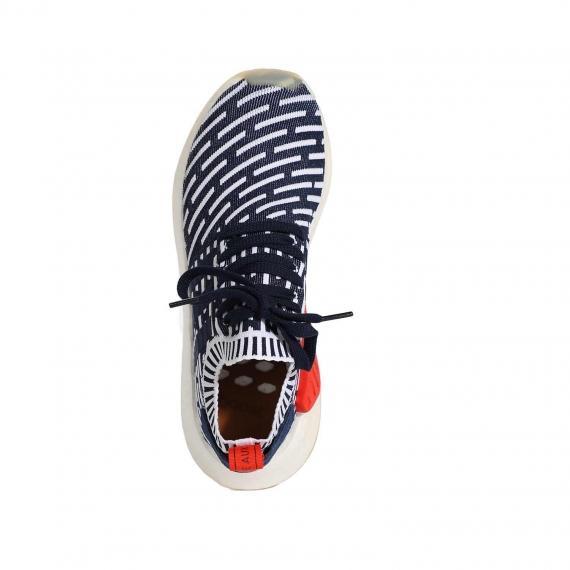 کفش جورابی آدیداس سورمه اس سفید کتونی بسیار سبک و راحت با دهانه جورابی از نمای روبرو پا چپ ایستاده
