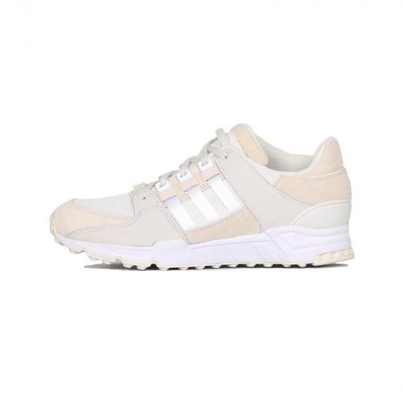 کفش ورزشی مردانه ادیداس کرمی و سفید مدل اکویپمنت ساپورت 93 مخصوص رانینگ از نمای بیرون پای چپ