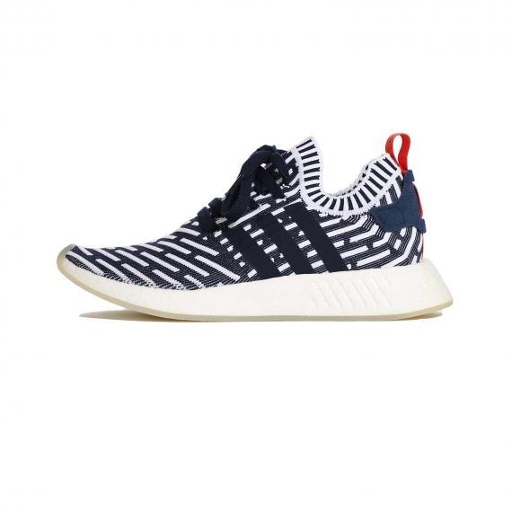 کفش ان ام دی ادیداس Adidas NMD R2 با رنگ سورمه ای و سفید خط دار و رویه جورابی از نما بیرون پا چپ از بغل
