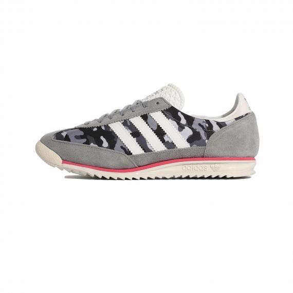 کفش ادیداس اس ال 72 با طرح چریکی 100% اورجینال با رویه چرم طوسی و سفید از نما بیرون پا چپ