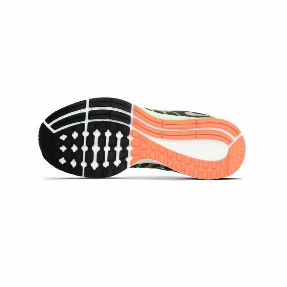 زیره کتونی اورجینال نایک از جنس لاستیک مشکی، نارنجی و سفید همراه با عاج و شیار جهت جلوگیری از لیز خوردن و افزایش چسبندگی