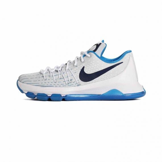 کفش مخصوص بسکتبال نایک با رویه مشبک سفید و آبی و زیره لاستیکی شیار دار آبی همراه با لوگوی Nike مشکی در کناره کفش و نام KD مشکی بر زبانه