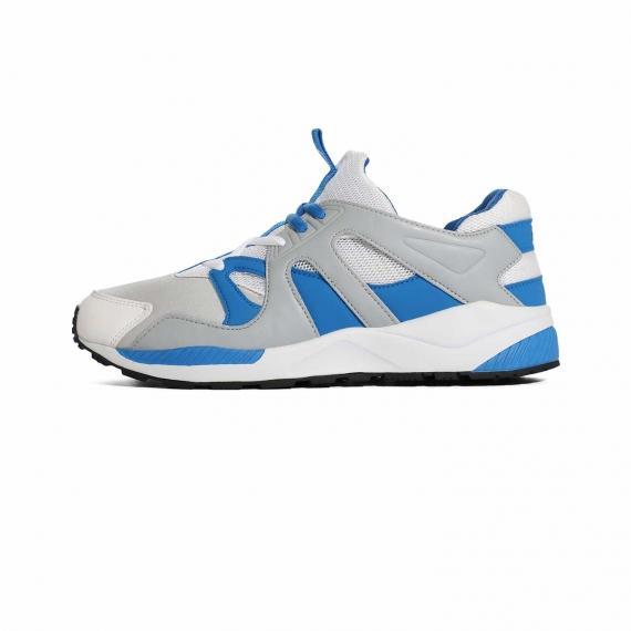 کفش  مخصوص پیاده روی اسپرت سفید با کناره های ابی طوسی و زیره طبی مخصوص فعالیت های طولانی از نما بیرون پا چپ