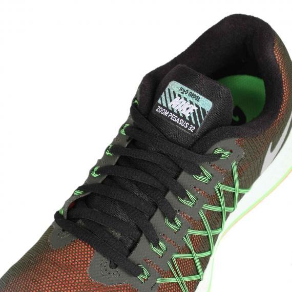 کفش بندی نایک همرا ه با فناوری فلای وایر سبز و رویه توری نارنجی و مشکی همراه با برچسب Nike Zoom pegasus 32 بر زبانه کتانی