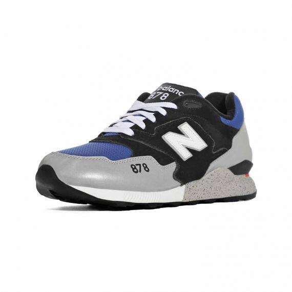 کفش اسپرت مردانه نیوبالانس مخصوص رانینگ و پیاده روی با رنگ ابی سیاه و توسی مدل 878 از نمای 3رخ بیرون پای چپ