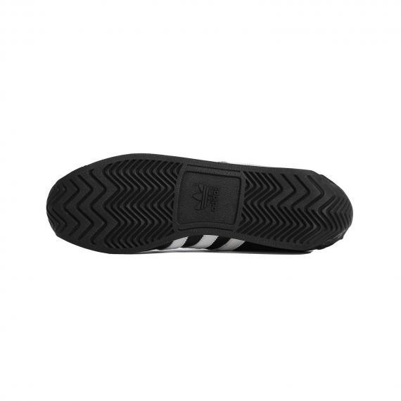 کفش طبی مخصوص پیاده روی و رانینگ با زیره لاستیکی مشکی شیار دار برای جلوگیری از لیز خوردن بر انواع سطوح از نمای نزدیک