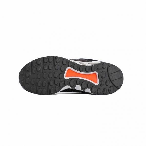 کفش مخصوص پیاده روی آدیداس با زیره مقاوم و با کیفیت از جنس لاستیک عاج دار مشکی با درج نام Torsion نارنجی بر آن