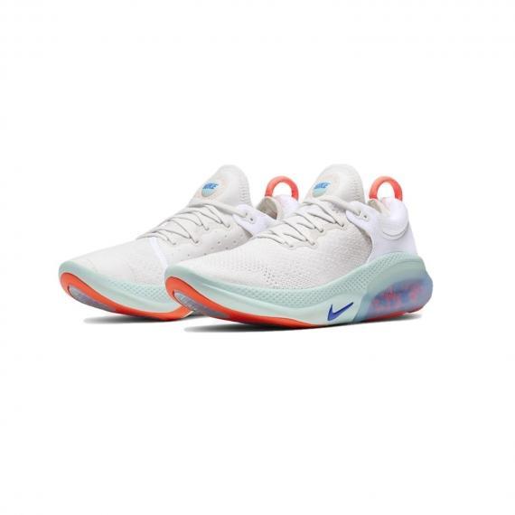 کفش جدید نایک جوی راید سفید مخصوص رانینگ و دویدن با زیره ذخیره کننده انرژی از نمای پشت کتونی جفت شده کنار هم