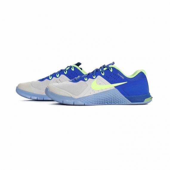کفش طبی مخصوص کمر درد و زانو درد با زیره ارگونومیک برای کاهش فشار بر مفاصل از نمای بغل کتانی جفت شده