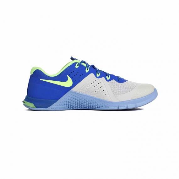 کفش اسپرت نایک مدل متکون 2 برای تمرین در باشگاه ورزشی بسیار سبک و نرم از نمای داخل پای چپ