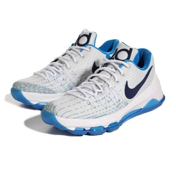 کتانی سفید نایک اصل با درج لوگوی مشکی Nike در کناره کفش از نمای 3 رخ کتانی جفت شده از روبه رو