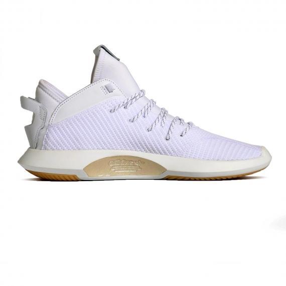 کفش آدیداس بسکتبال مدل کریزی1 با رویه جورابی سفید و نام Adidas طلایی در کناره زیره از نما داخل پا چپ