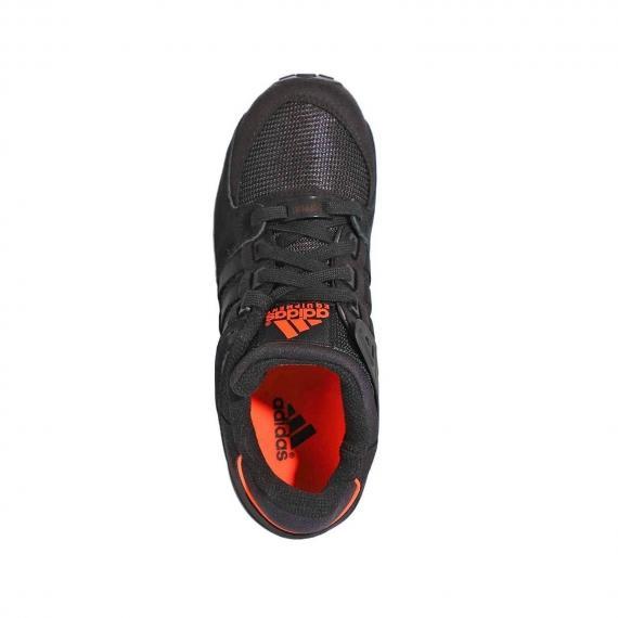 کفش اسپرت مردانه و زنانه ادیداس مخصوص رانینگ و پیاده روی با پارچه داخلی نارنجی از نمای روبرو پای چپ ایستاده