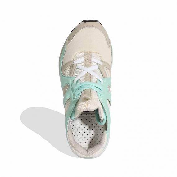 خرید کتونی اورجینال پیاده روی زنانه با قیمت مناسب مناسب خارپاشنه سفید سبز و طوسی جفت شده از کنار