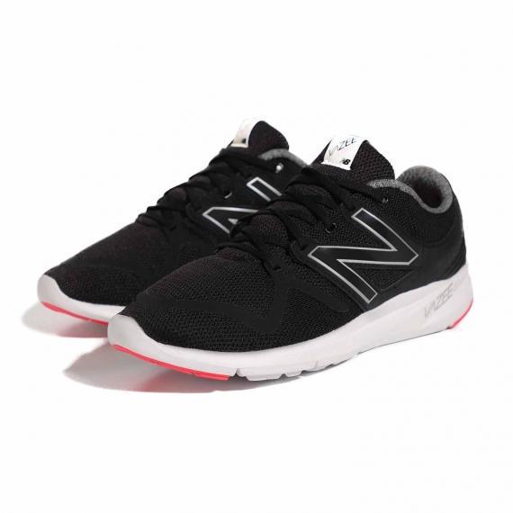 کفش مخصوص پیاده روی نیوبالانس اصل با قیمت مناسب با رویه مشبک مشکی و زیره سفید از نمای 3رخ کتانی جفت شده