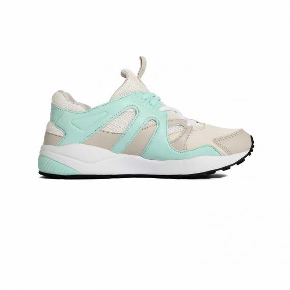 کفش پونی مخصوص پیاده روی و دویدن با رویه سفید و سبز بسیار راحت و سبک از نمای داخل پا چپ از بغل