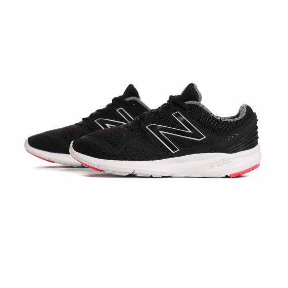 کفش زنانه نیوبالانس اصل مخصوص رانینگ و پیاده روی با لوگوی N در دوطرف از نمای بغل کتانی جفت شده