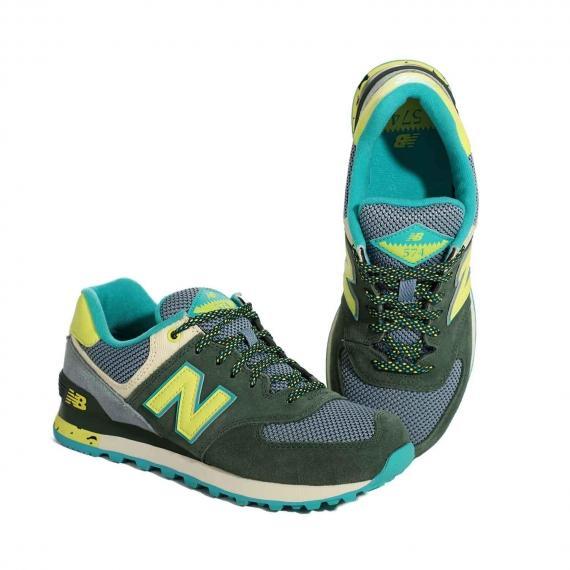 کفش نیو بالانس 574 دخترانه سبز و زرد و طوسی مناسب برای باشگاه با بندهای یشمی از نمای روبرو پا چپ ایستاده