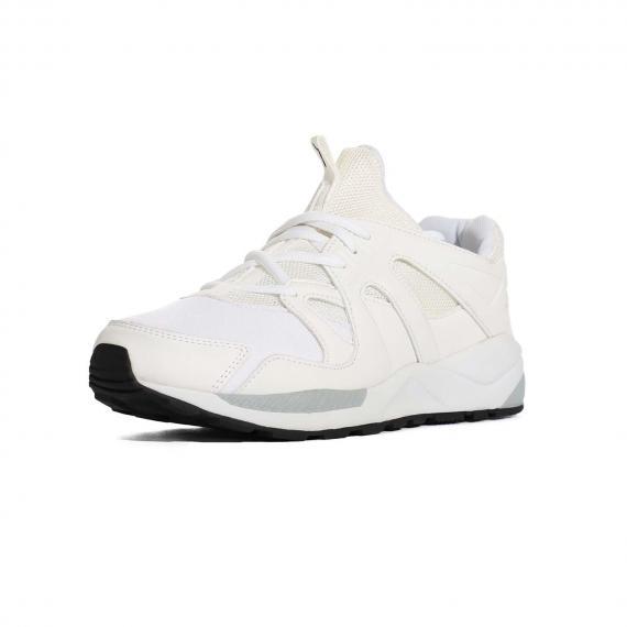 کفش مخصوص باشگاه و ترینینگ مناسب برای فعالیت های سنگین تماما سفید با بندها و زیرهی سفید پای راست روبرو