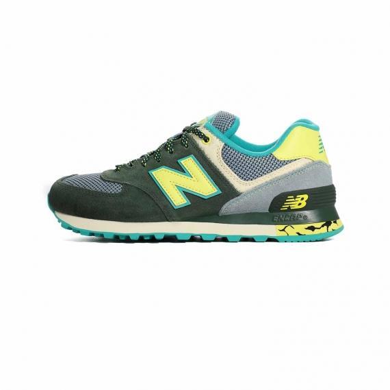 کفش نیوبالانس دخترانه با رویه سبز و طوسی از جنس جیر و مش، بندهای لوله ای مشکی یشمی، آرم N نیو بالانس زرد رنگ در دو طرف کفش به همراه زیره طبی