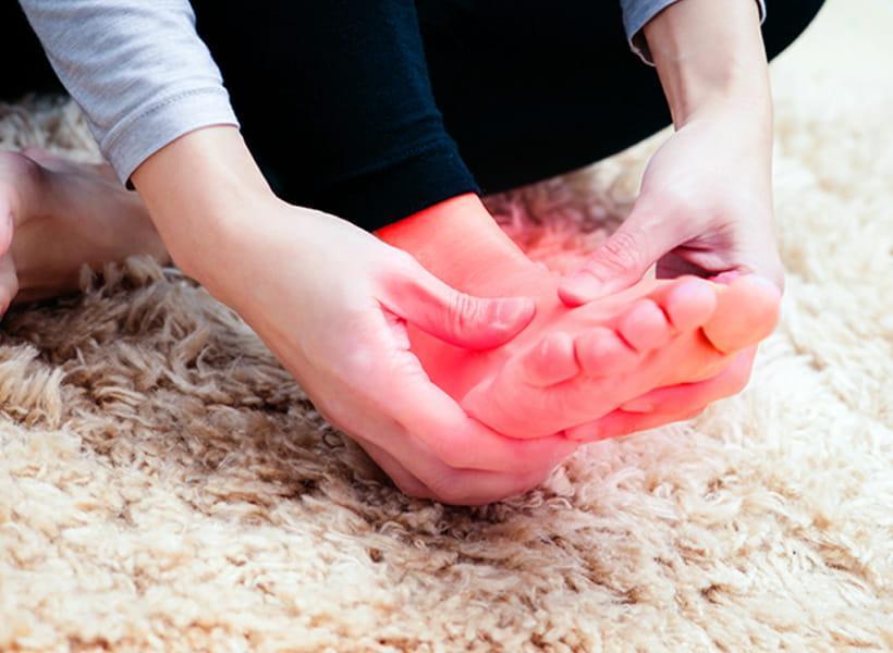 علت گرمای کف پا چیست؟