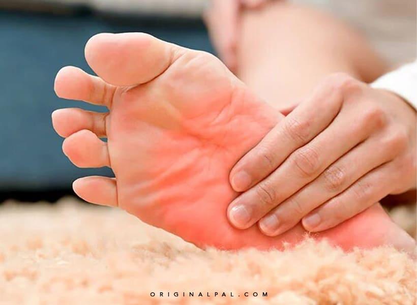 علت گرم شدن کف پا چیست؟