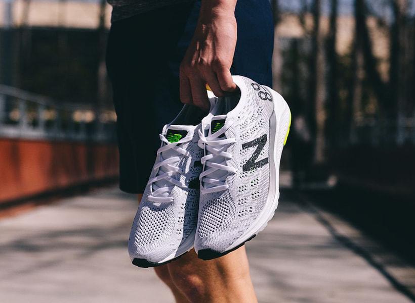 ویژگی کفش دویدن چیست ؟ معرفی تکنولوژی ابزورب