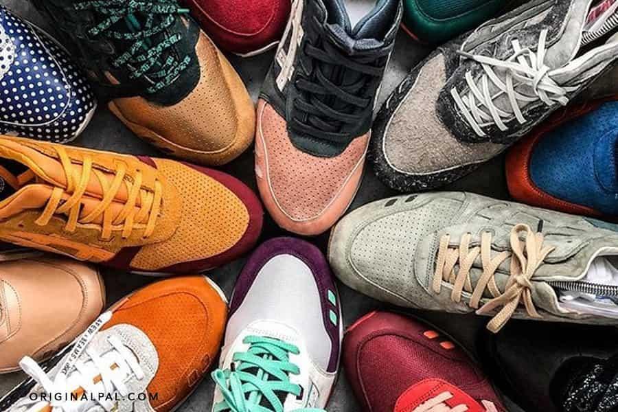 کفش های رنگی آسیکس به صورت گرد کار هم چیده شده