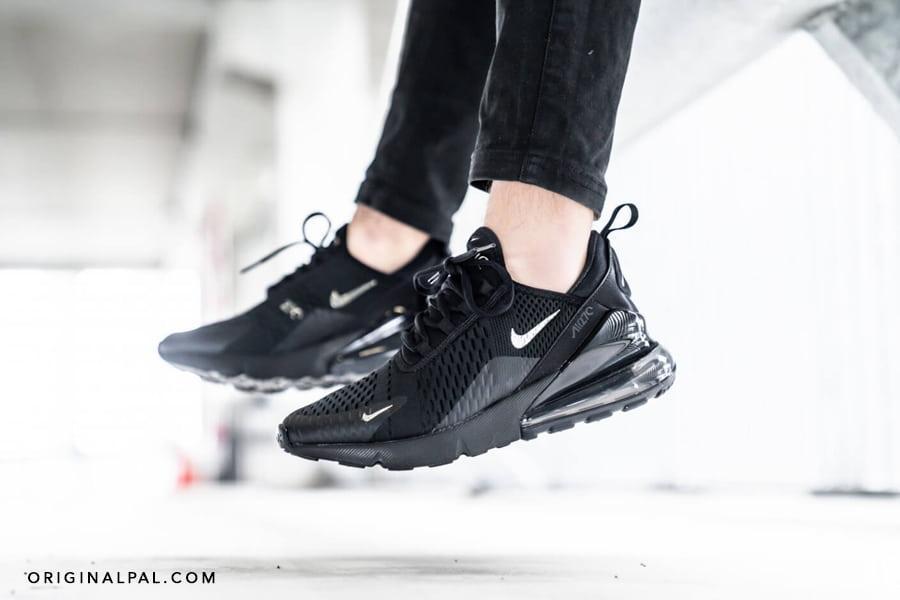 کفش نایک ایرمکس 270 مشکی دارای فناوری Nike Air در لایه میانی در پا به صورت معلق در هوا